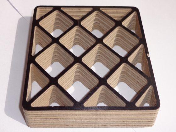 Holz mit Schrägschnitten